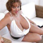 photos cougars aux seins lourds