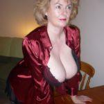très grosse poitrine de mamie