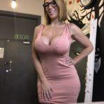 les gros seins d'une MILF