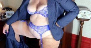 femme mûre en lingerie
