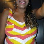 black à forte poitrine selfie